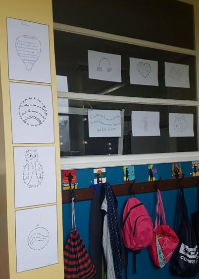 J'accroche les poèmes des élèves dans le couloir pour que tout le monde en profite !