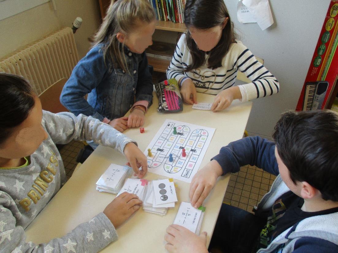 Les élèves s'entraînent à manipuler les fractions en jouant
