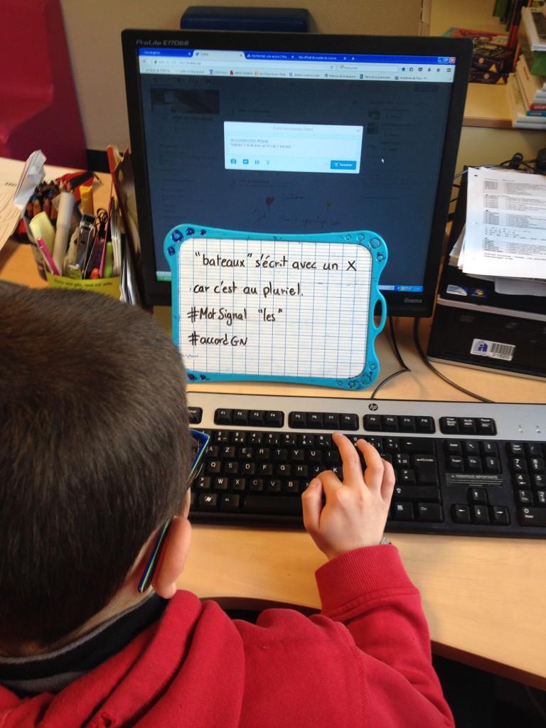 Chaque élève produit son #twoutil puis le tape à l'ordinateur.