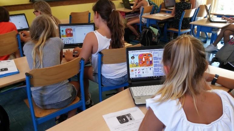 Les élèves travaillent en équipe