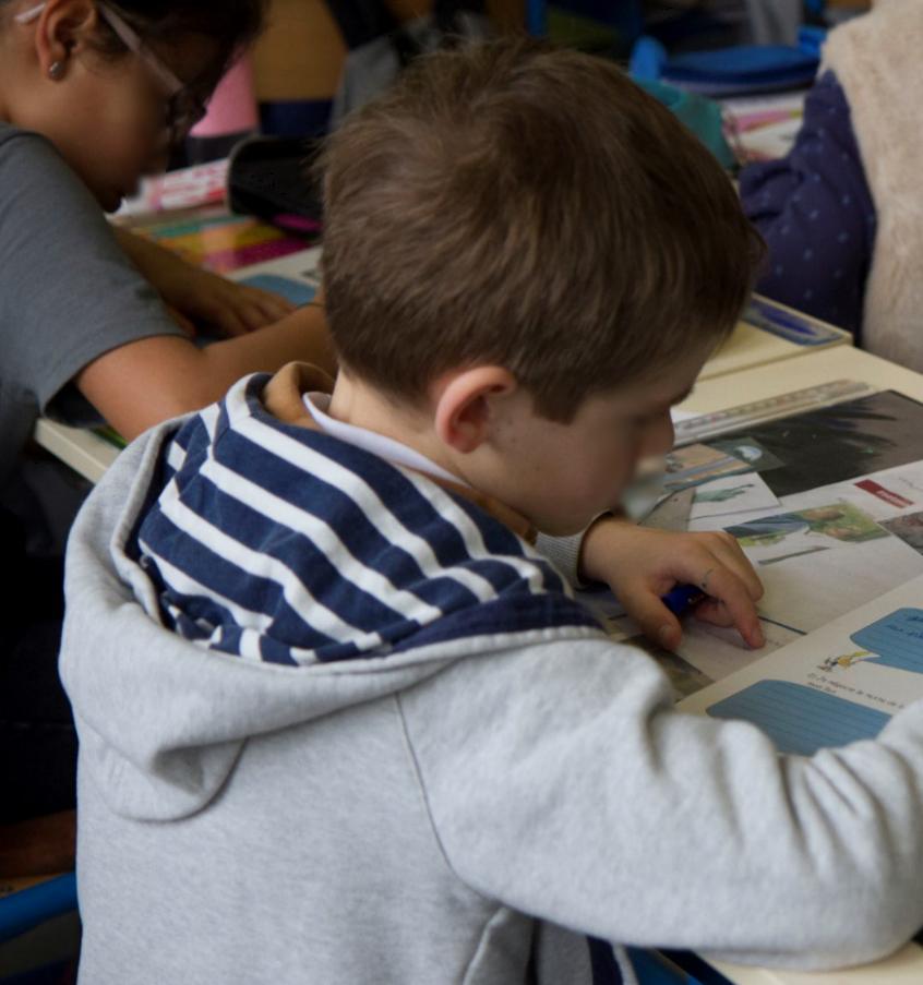 Les élèves écrivent.