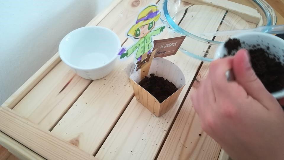 Chaque élève personnalise son mini-jardin