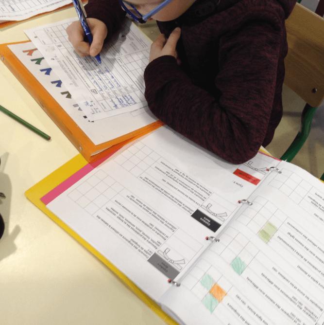 L'élève recopie les compétences sur lesquelles il va travailler pendant la semaine sur le plan de travail.