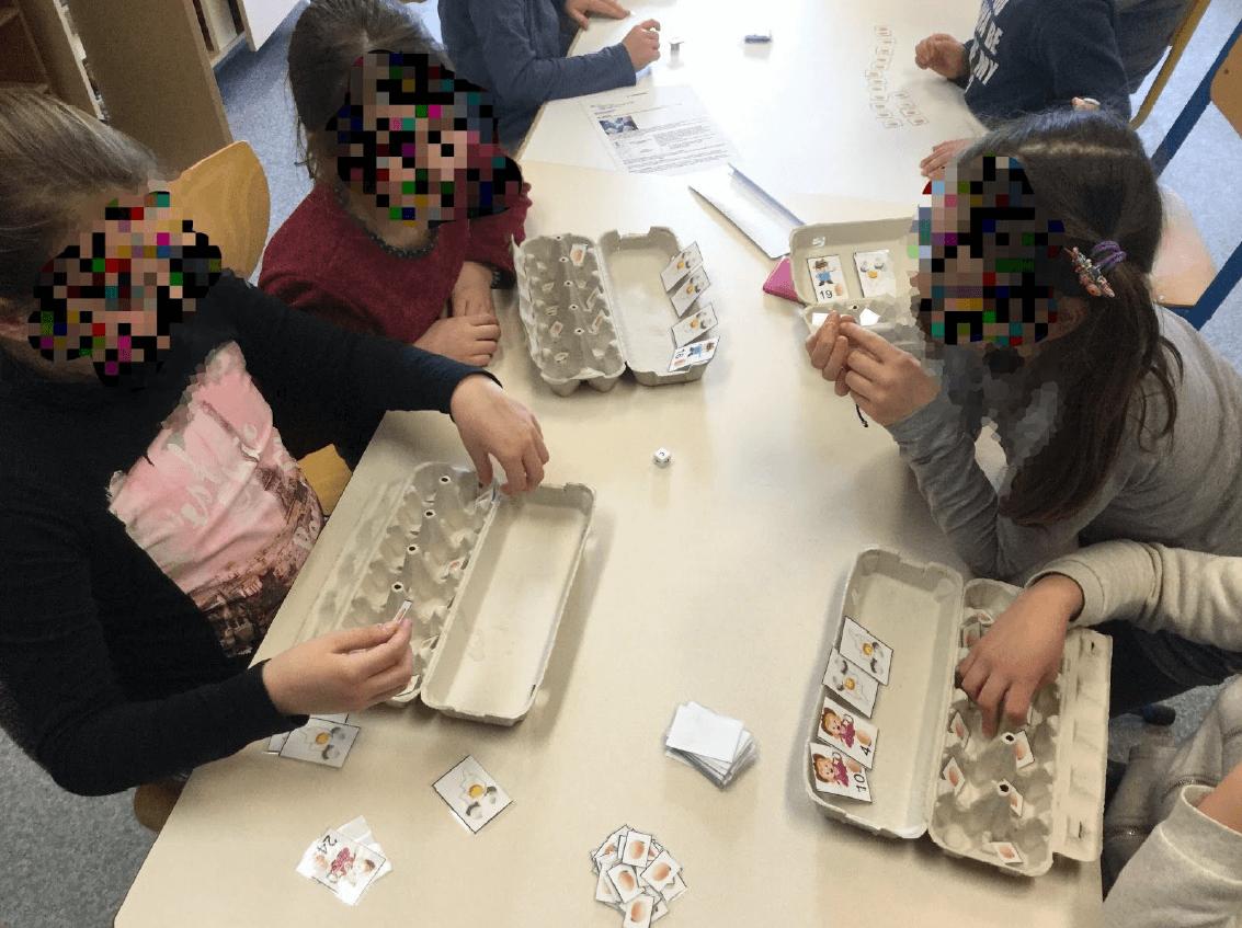 Les élèves créent des jeux pour s'entraîner sur une compétence