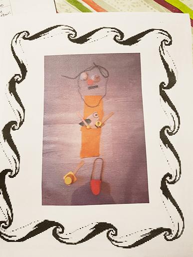 On crée un cadre et un photofiltre dans lequel on colle la photo du bonhomme créé par l'élève.