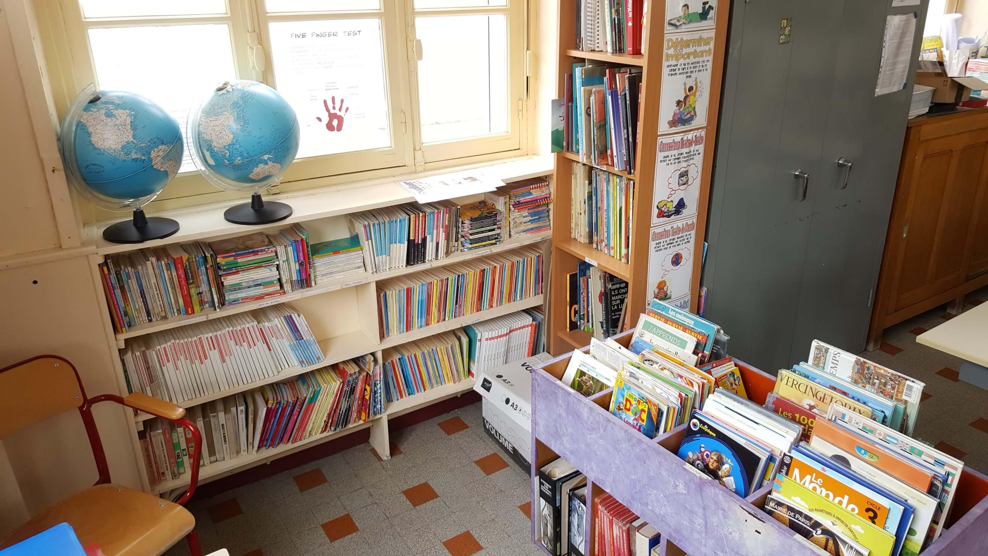 La coin bibliothèque dans la classe de Jeanne